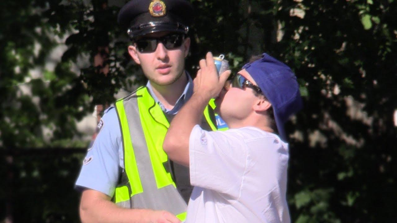 shotgunning-beers-in-front-of-cops-prank