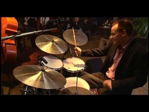 European Jazz Trio - Love Is A Song (Frank Churchill