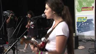 """Hinds - """"Easy"""" (Live at SXSW)"""