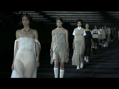 شاهد: -ديور- تودع إجراءات كورونا بعرض أزياء استثنائي في اليونان…  - نشر قبل 3 ساعة
