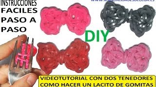 Repeat youtube video COMO HACER LACITOS DE GOMITAS (LIGAS) CHARMS CON DOS TENEDORES. VIDEO TUTORIAL DIY.
