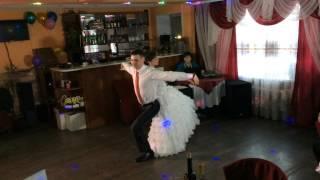 Трогательный, красивый танец новобрачных!)))