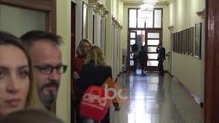 Baixar Gardisti dhunon gazetaren ne Kryesine e Kuvendit l ABC News Albania