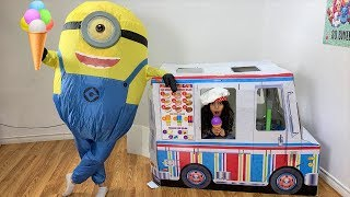 Sally Pretend Play selling Ice Cream from Ice cream truck 2
