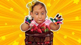 Maria Clara finge lavar as mãos | Johny Johny Yes Papa - MC Divertida