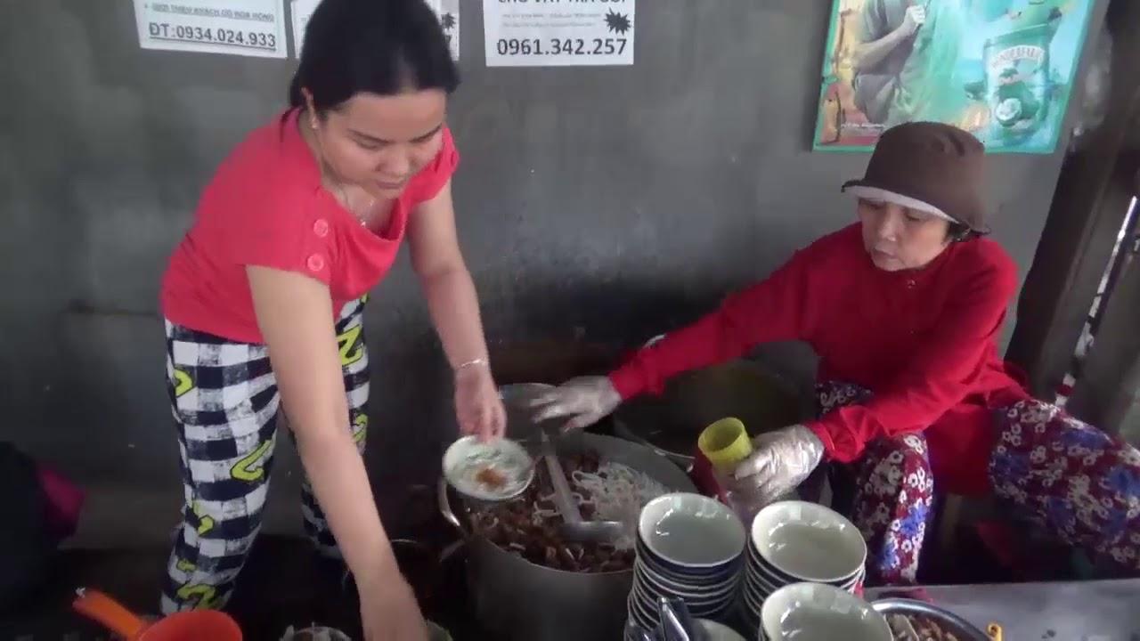 Bánh canh cứu đói bán 28 năm nay ngon có tiếng ở TP.Nha Trang- Guufood