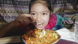 Mukbang nasi goreng