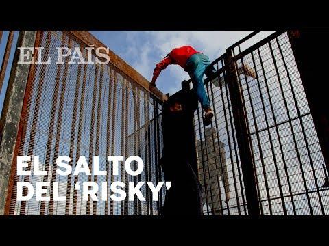'Risky': menores que arriesgan la vida para escapar de Melilla | España