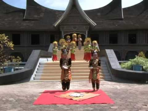 Tari Pasambahan ( Pasambahan Dance )  From IDM's club minangkabau traditional dance