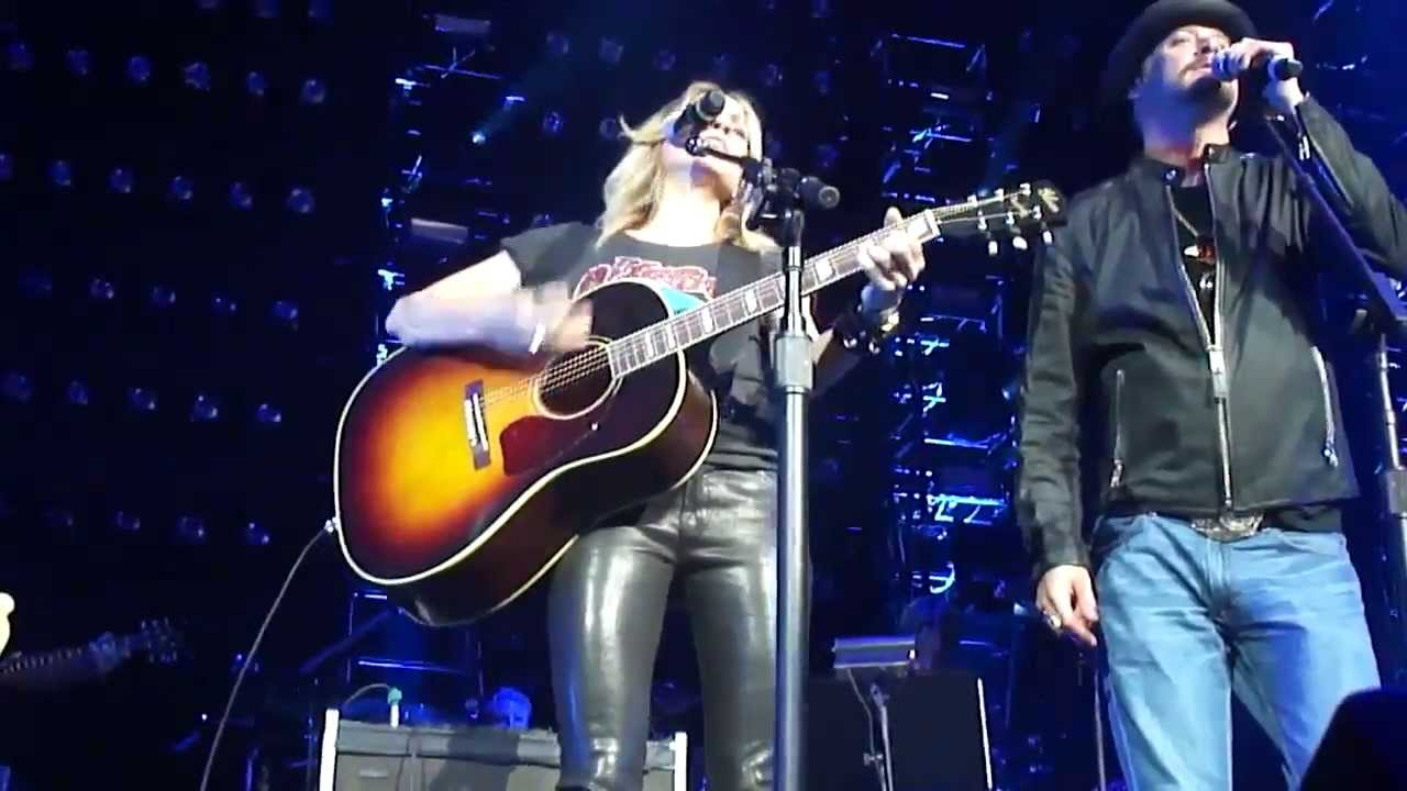 Sheryl Crow Kid Rock Picture Live We Re All For The Hall 16 Apr 2013 Youtube