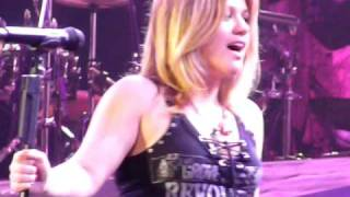 "Kelly Clarkson ""Stuff Like That There"" Live"