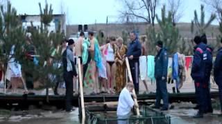 Крещенские купания в Элисте 19 января 2013(Несколько тысяч элистинцев и гостей столицы приняли участие в праздновании Крещения Господня, большинство..., 2013-01-19T11:03:28.000Z)