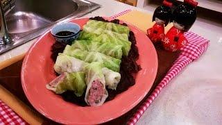 Arrolladitos de repollo y cerdo con salsa de soja