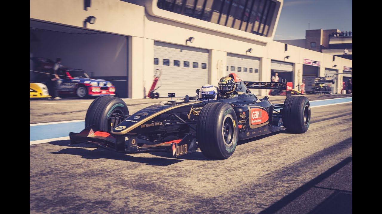 #UpForAFreeRide - Win an F1 Taxi Ride with Lotus F1 Team