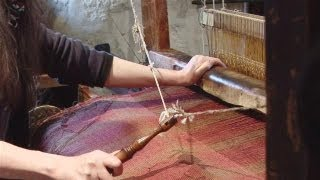 How To Weave On A Traditional Loom