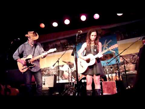 Kasey Chambers - Barricades and Brickwalls (Live) at The Ark in Ann Arbor, MI on 08.11.15