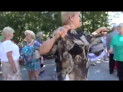 Танцы странных людей в парке Сокольники