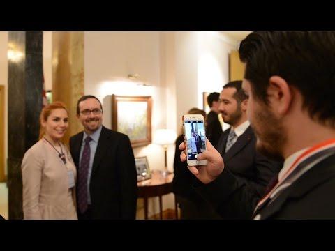 ABD Büyükelçisi John Bass SUNY mezunlarını evinde konuk etti