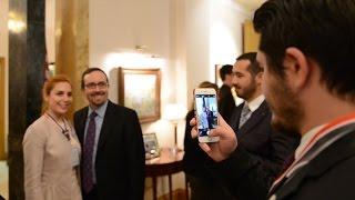 Baixar A.B.D. Büyükelçisi John Bass, SUNY mezunlarını evinde konuk etti