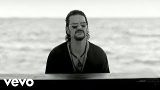 Watch Ricardo Arjona Quiero video