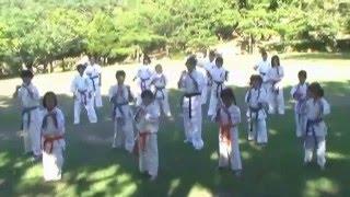 極真空手女子部で沖縄ファミリーマート(結プロジェクト)のダンスを踊る.