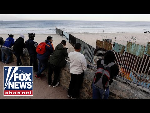 Migrant caravan groups begin arriving at US border