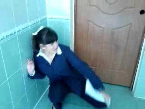 ebut-vseh-v-tualete