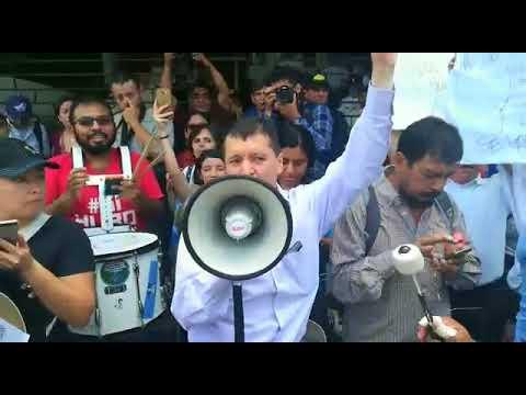El momento más incómodo de las protestas contra Jimmy Morales ¡Se equivoca en plena consigna!