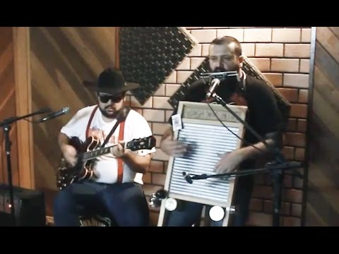 Washboard & Guitar Duet Performance by Dusty Jet Pilots: Get Down