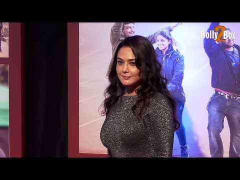 Preity Zinta Hot Figure Exposed In Skin-Tight Dress