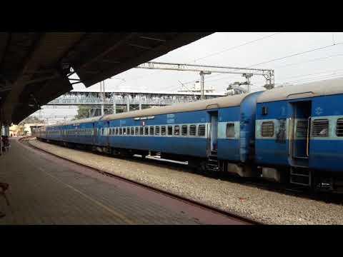22695 ED WAP 4 with Pink Strip Hauling Kochuveli Bangalore Express