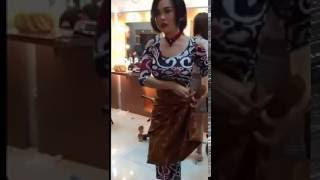 Video Sasha Alexa kebingungan pakai baju download MP3, 3GP, MP4, WEBM, AVI, FLV Oktober 2017