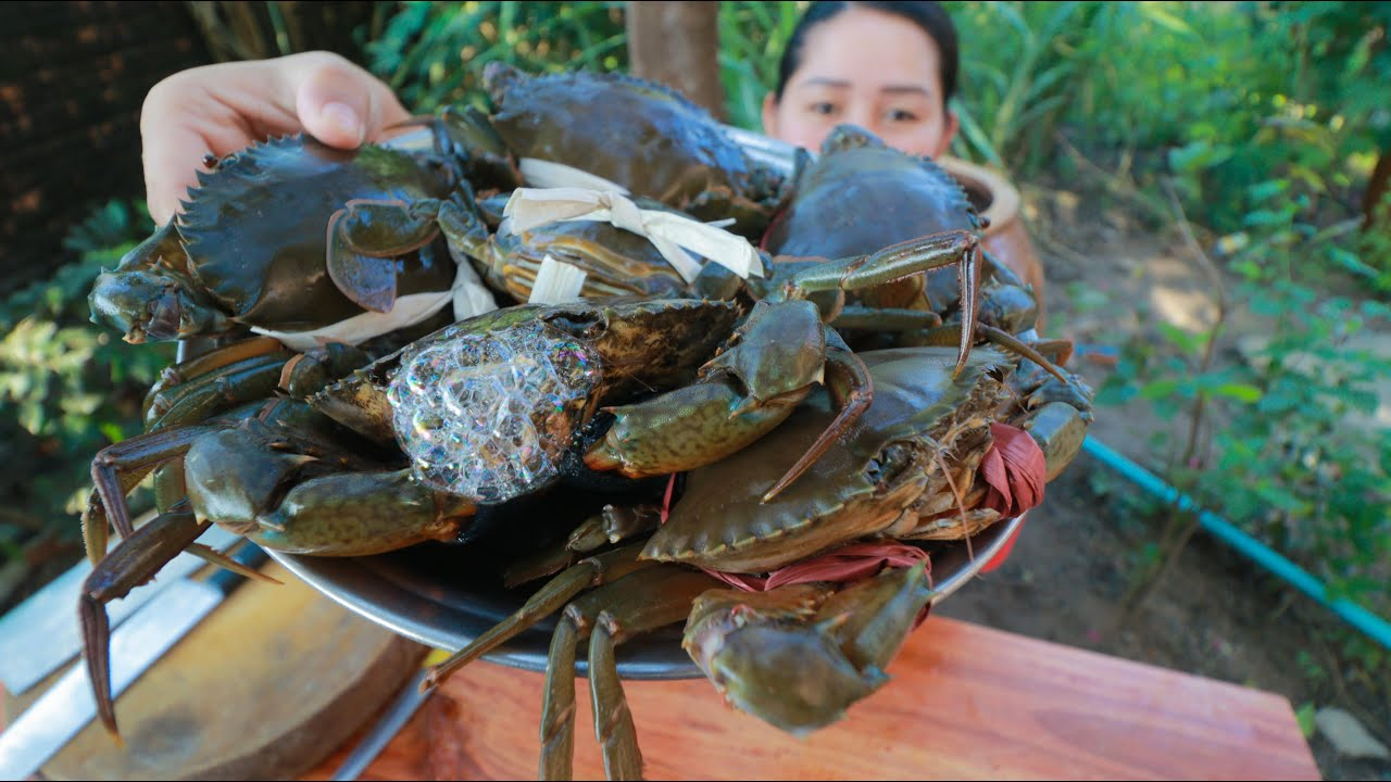 Tasty Mud Crab In Rock Ice Salad Cooking - Cooking With Sros
