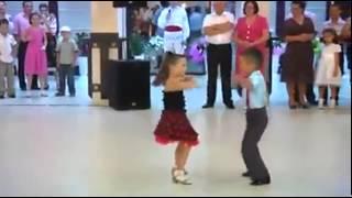 اطفال يرقصون كارثه
