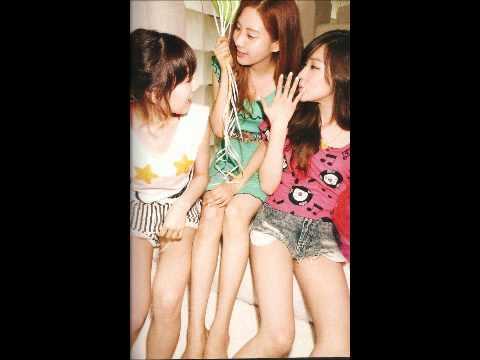 소녀시대 SNSD/Girl's Generation 1st Photobook - 'Holiday'
