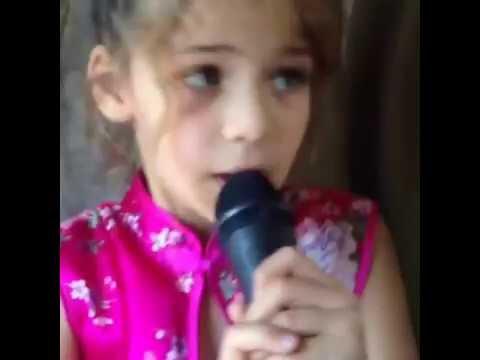 Elif (isabella Damla Guvenilir)şarkı söylüyor