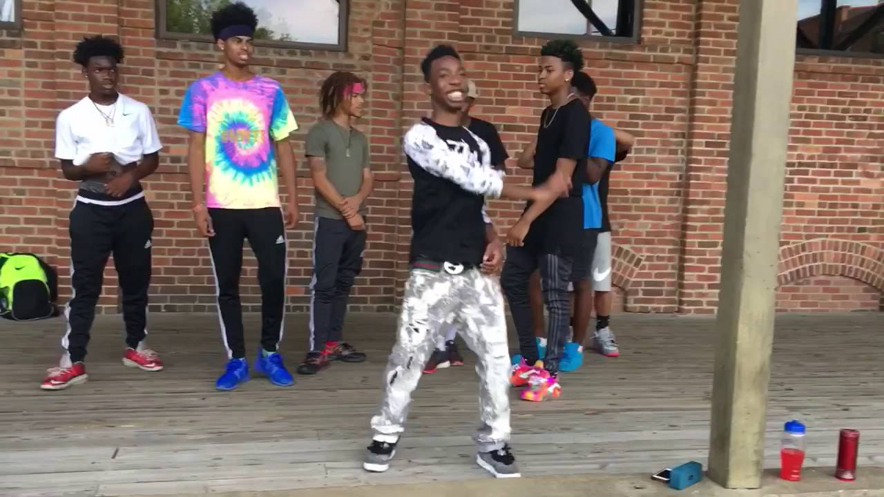 Future ft. Lil Uzi vert - Too much sauce