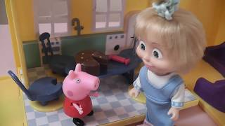 Peppa Pig in italiano Peppa e Masha giocano a nascondino e fanno il bagnetto. George resta solo cade