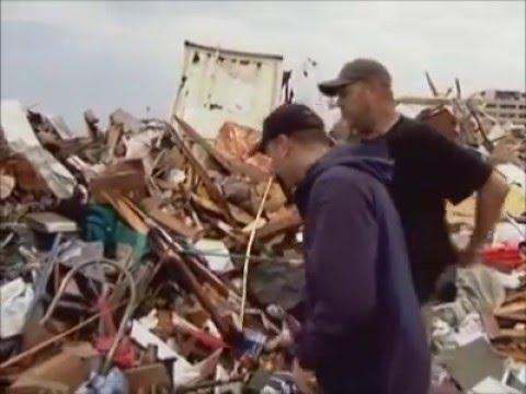Joplin Tornado - The Weather Channel's Mike Bettes Live Reports from Joplin