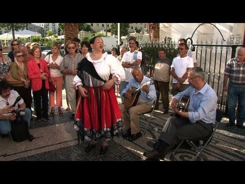 Fado music breathes new life into Portuguese town