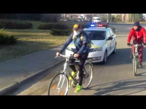 Am pedalat pînă la Aeroport împreună. #Masacritică #Chişinău - Curaj.TV