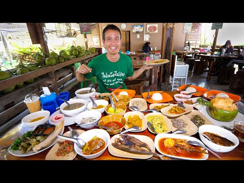 Street Food 21 CURRIES FOR LUNCH!! Unseen Food Tour in Southeast Asia!! ยะลา