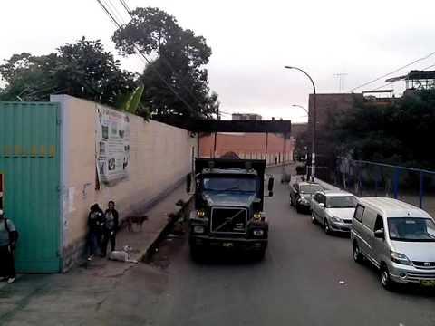 4 mins of a truck reversing to lambada