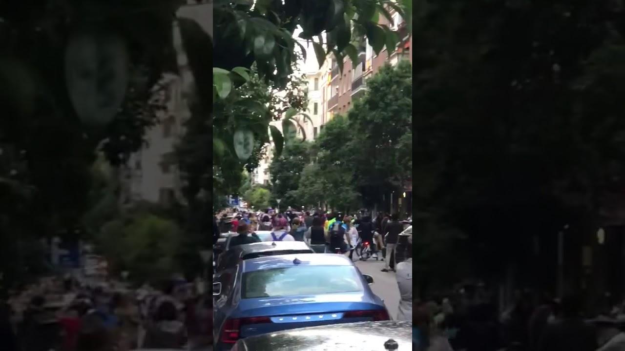 La REVUELTA de la calle NÚÑEZ de BALBOA en MADRID