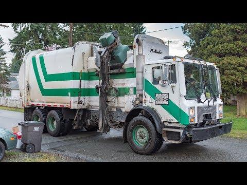 Mack MR - McNeilus AutoReach Garbage Truck