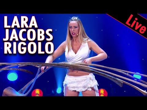 Lara Jacobs Rigolo  - BATONS EN EQUILIBRE / LE PLUS GRAND CABARET DU MONDE