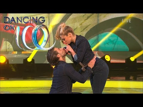 Love Island's Kem Cetinay & Alex Murphy Dance to 'Shut Up And Dance With Me' | Dancing on Ice 2018