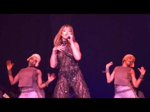 Rihanna work live 2 with drake