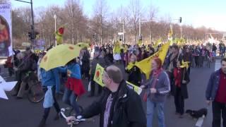04 風車デモ ベルリン 08 03 2014 Demo gegen Atom in Berlin デモ行進 Marsch vor Brandenbruger Tor