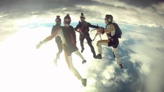 incrivel salto de paraquedas